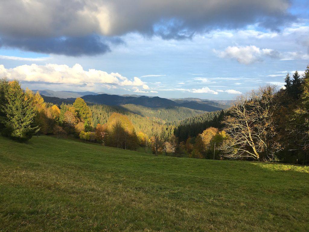 podzim jeseň říjen október kysuce zlámaná kopce barevné listí výhledy dálky mraky