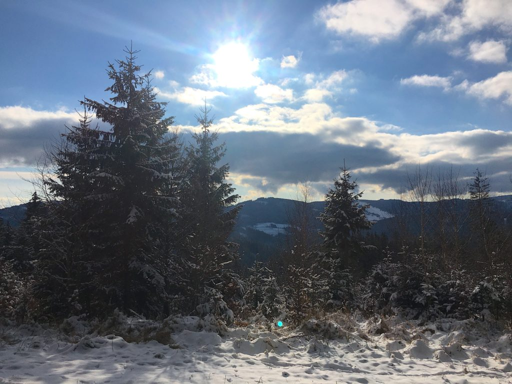 zima sníh mráz slunce modrá obloha kopce kysuce hory výhledy panoramata